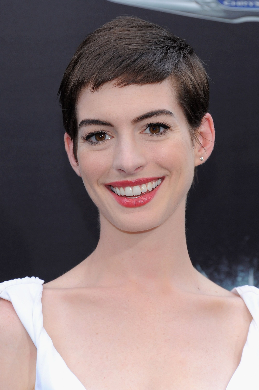 Far Ricrescere I Capelli 16 Ispirazioni Da Anne Hathaway Per Tutte
