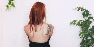 ragazza schiena nuda