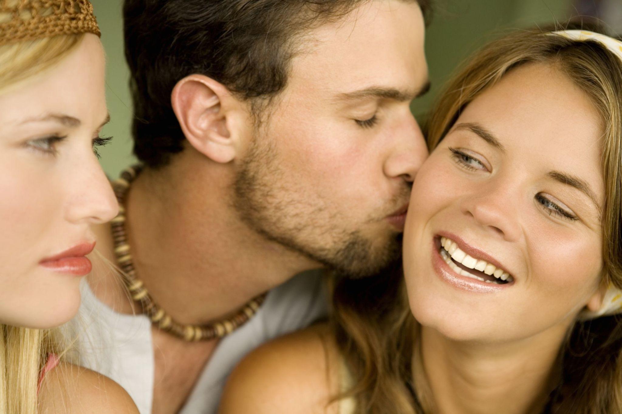 Ci baciamo, ma non stiamo frequentando Yahoo