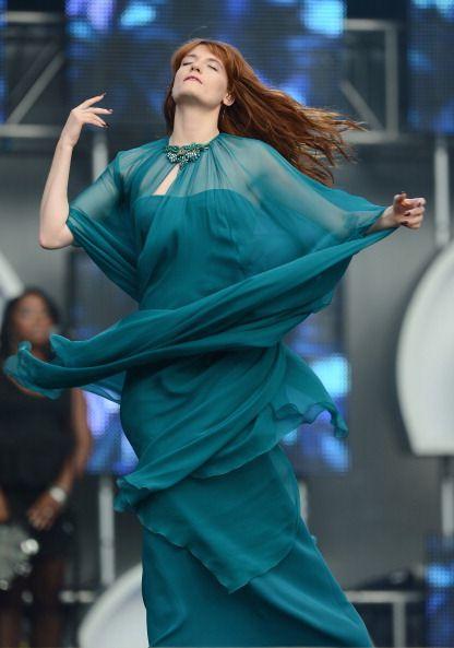 Amata dal fashion sistem, musa di diversi designer grazie alla sua sua chioma fiammeggiante <strong>Florence + the Machine</strong> è senza dubbio una bellezza di altri tempi con una voce unica. I suoi look usano sempre colori inusuali.<strong>Ispirazione: </strong>anni 70<strong>Danza: </strong>Contemporanea