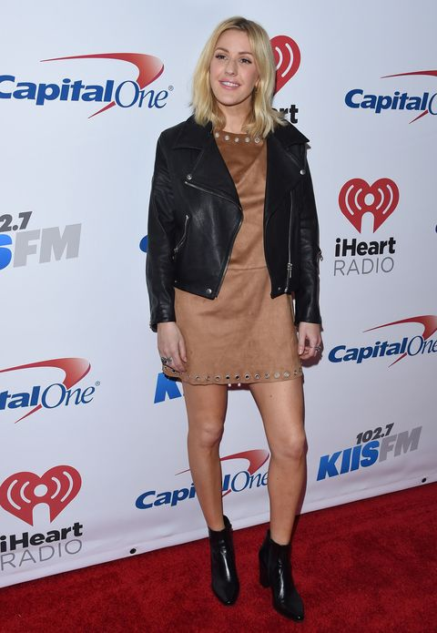 Fai come Ellie Goulding e stuzzica i sensi: <strong>abbina pelle e camoscio</strong> proprio come ha fatto in questo outfit da squaw metropolitana