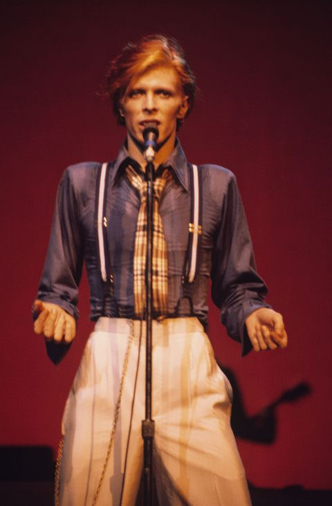 NEW YORK - OCTOBER 01 : Singer David Bowie performs on stage at the Radio City Music Hall in New York City during the Philly Dogs tour in October 1974. (Photo by Steve Morley/Redferns)