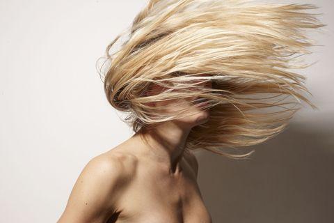 7 trucchi salva - capelli per chi usa tanto la piastra 6e00de24dfa6
