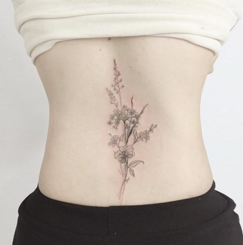 Mazzo Di Fiori Tatuaggio.Tattoo Fiori 44 Ispirazioni Per Tatuaggi Che Sbocciano Sulla Pelle