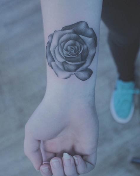 Tatuaggi rose: 43 ispirazioni da giardino dei segreti