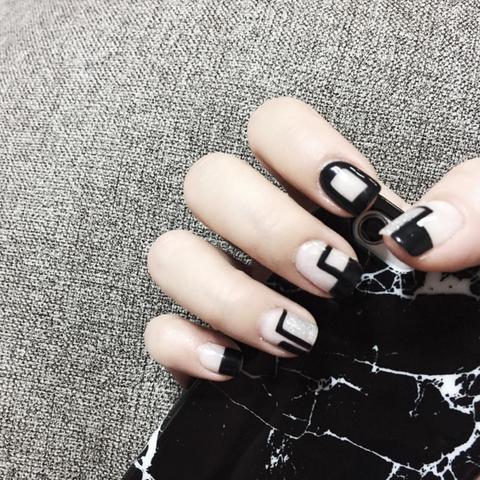 negative space nail instagram 3