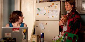 Lena Dunham in una scena della serie Girls