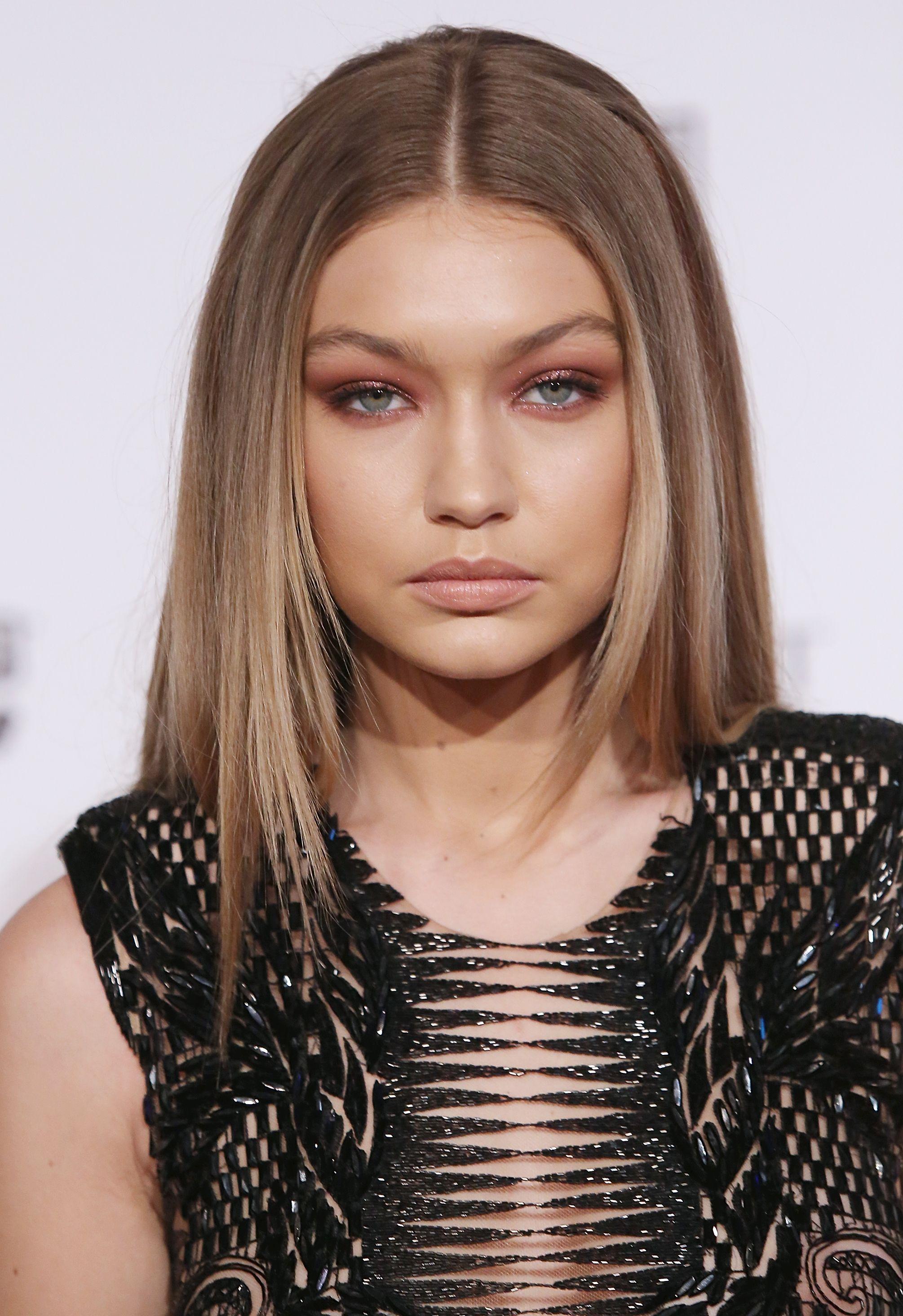Le acconciature di Gigi Hadid per i capelli lunghi aacff3aa1783