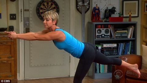 Human leg, Shoulder, Elbow, Wrist, Room, Joint, Standing, Flooring, Chest, Sportswear,