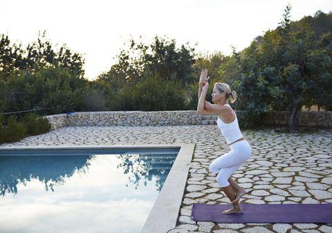 aquila posizione yoga