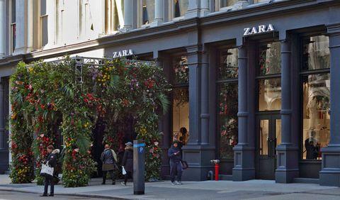 37089f5d3bb5 Apre a New York il nuovo store di Zara dove fare shopping smart ...