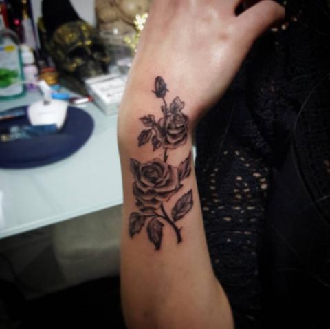 Tatuaggi con le rose for Tattoo fiori sul polso