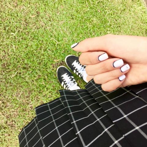 line nails trend instagram nail art 2