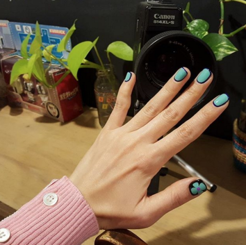 line nails trend instagram nail art 1