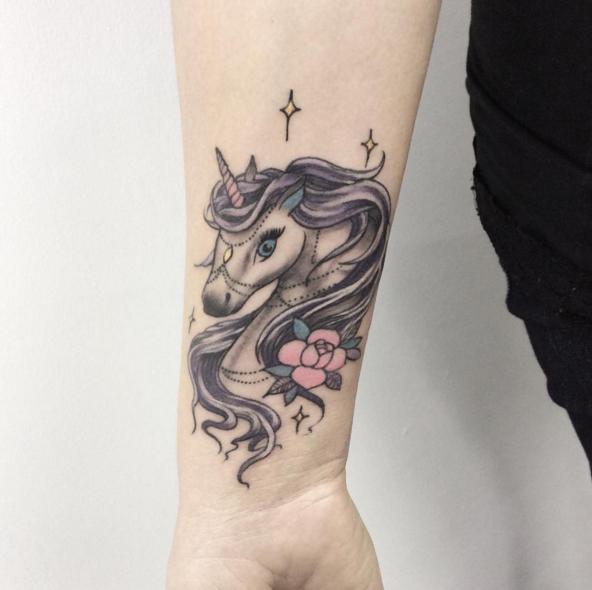 33 ispirazioni per un tatuaggio con l\u0027unicorno che ti fa volare con la  fantasia