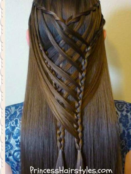 <p>Un intreccio che puoi fare se hai i capelli lisci, @hair4myprincess.</p>