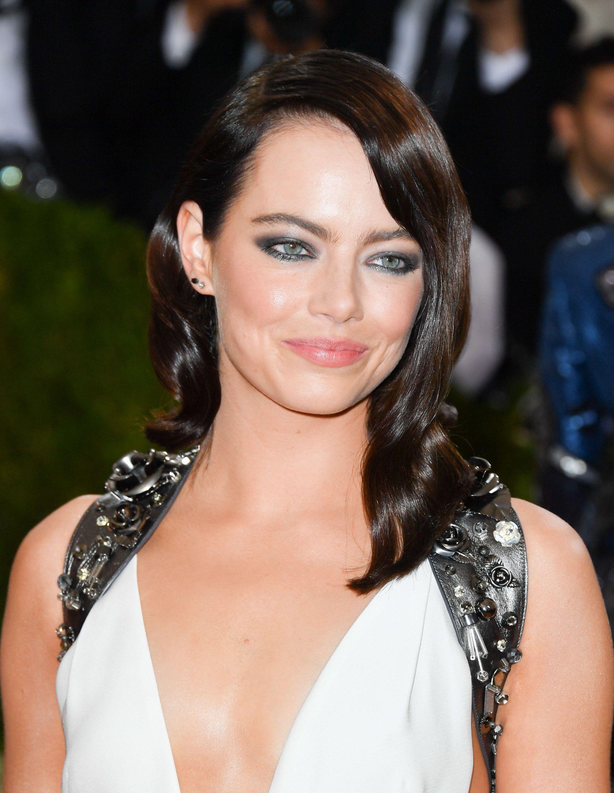 spesso Emma Stone: il confronto con i capelli scuri, rossi e biondi QR62