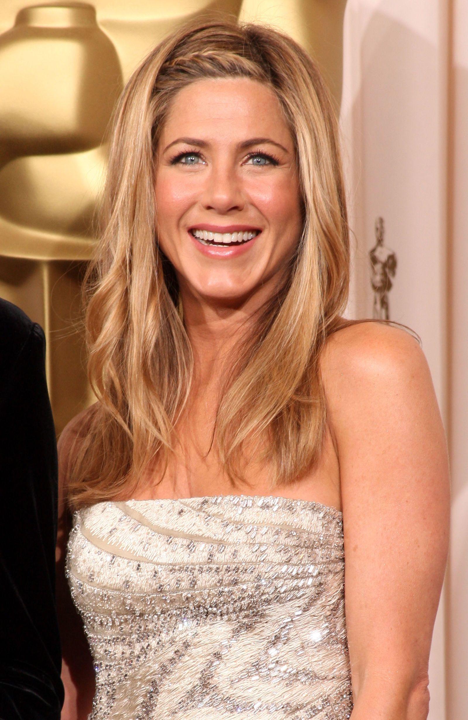 La treccia a cerchietto di Jennifer Aniston