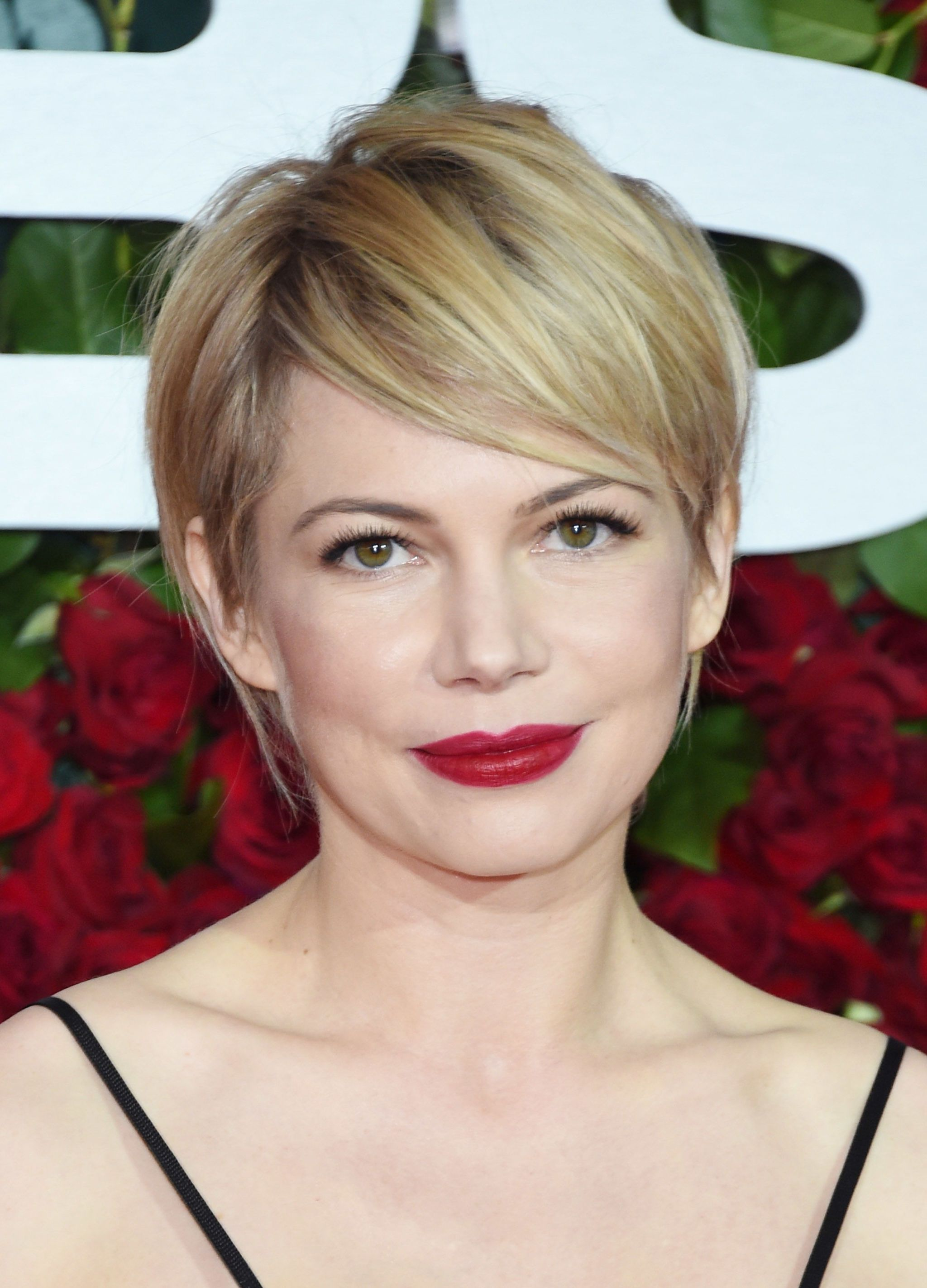 Tagli capelli corti michelle williams
