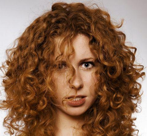 18 astuzie per i capelli ricci che ti cambieranno la vita 5b7fc27106f9