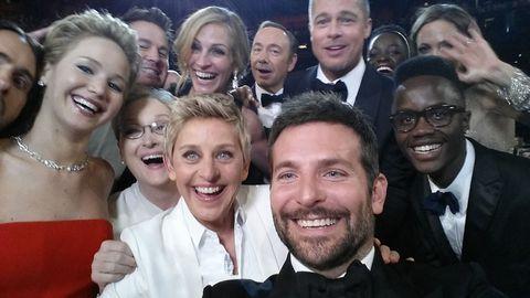 Oscar 2014: il selfie di gruppo di Bradley Cooper