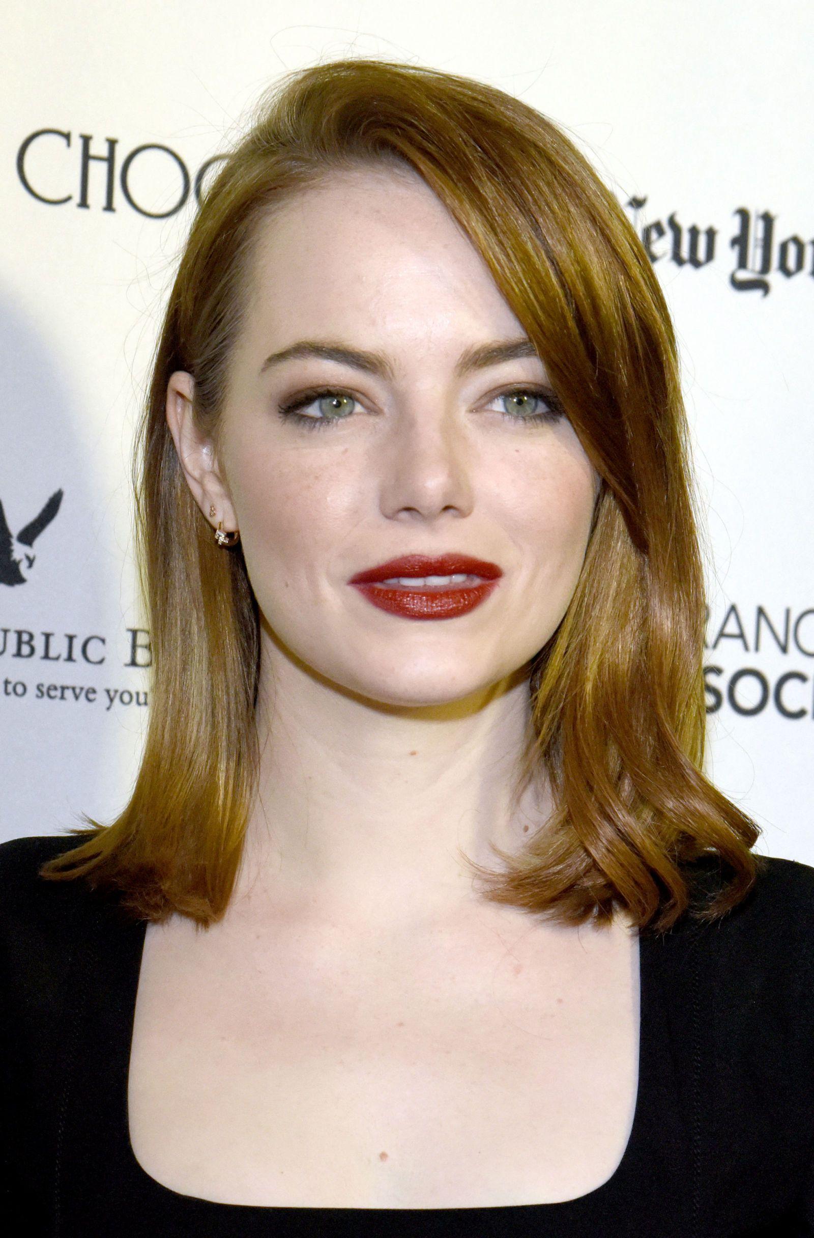 Famoso Emma Stone sfoggia un nuovo colore di capelli: l'oro rosso HQ86