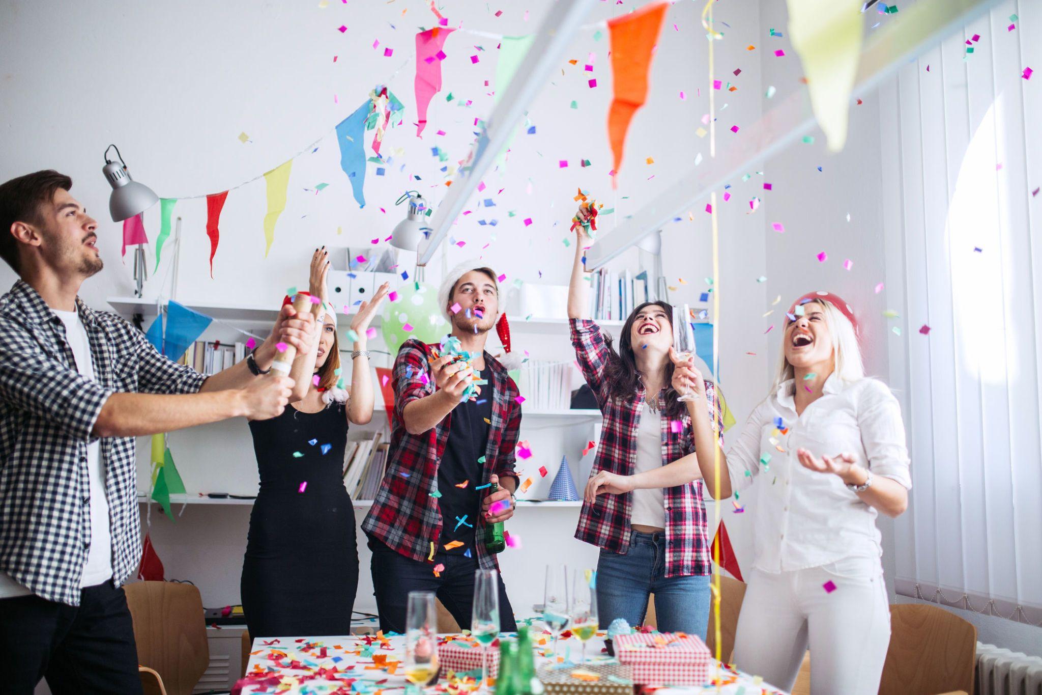 Idee Regalo Per Colleghi D Ufficio : Il galateo dei regali in ufficio come fare colpo su capi e colleghi