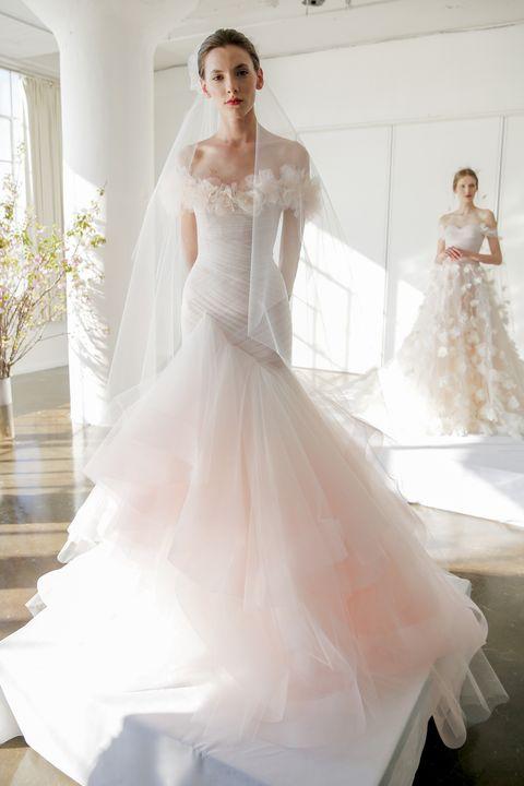 0a5355e8c163  p Bicolore nbsp prezioso per nbsp l abito da sposa con corpetto in