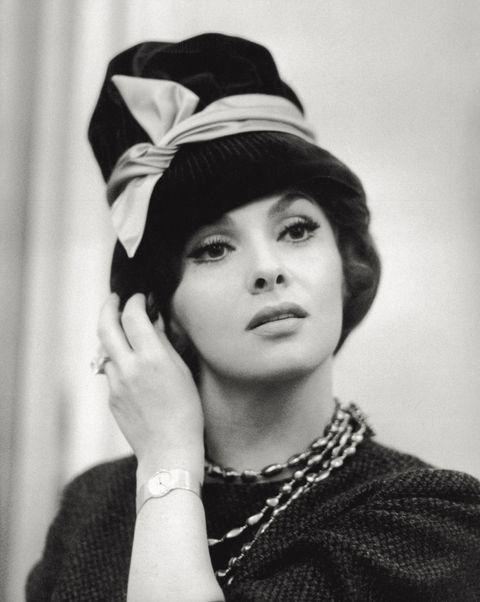 """<p>L'attrice romana che ha stregato letteralmente Hollywood è <strong data-redactor-tag=""""strong"""" data-verified=""""redactor"""">Gina Lollobrigida</strong>. Tra i premi più importanti vinti oltreoceano c'è da ricordare il Golden Globe&nbsp;nel 1961 con il film <em data-redactor-tag=""""em"""" data-verified=""""redactor"""">Torna a Settembre</em>. La Lollobrigida ha anche fatto parte di uno dei serial più famoso degli anni '80 <em data-redactor-tag=""""em"""" data-verified=""""redactor"""">Falcon Crest</em>.&nbsp;<span class=""""redactor-invisible-space""""></span></p>"""