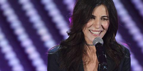 Paola Turci è la musa del Festival di Sanremo 2017, incoronata all'unanimità come la più bella e alla moda dell'edizione Sanremo 2017, ha incantato critica e pubblico non solo per i suoi look elegantissimi tailleur pantalone.