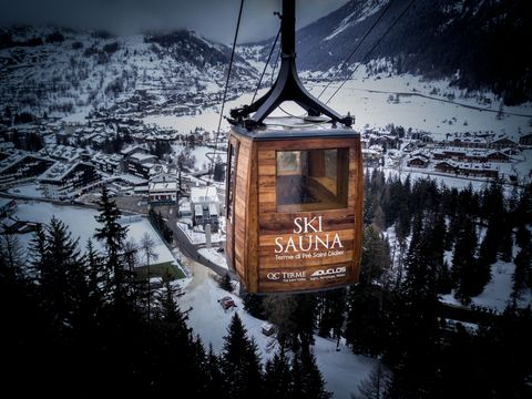Winter, Mountainous landforms, Mountain range, Freezing, Snow, Landmark, Hill station, Signage, Glacial landform, Geological phenomenon,