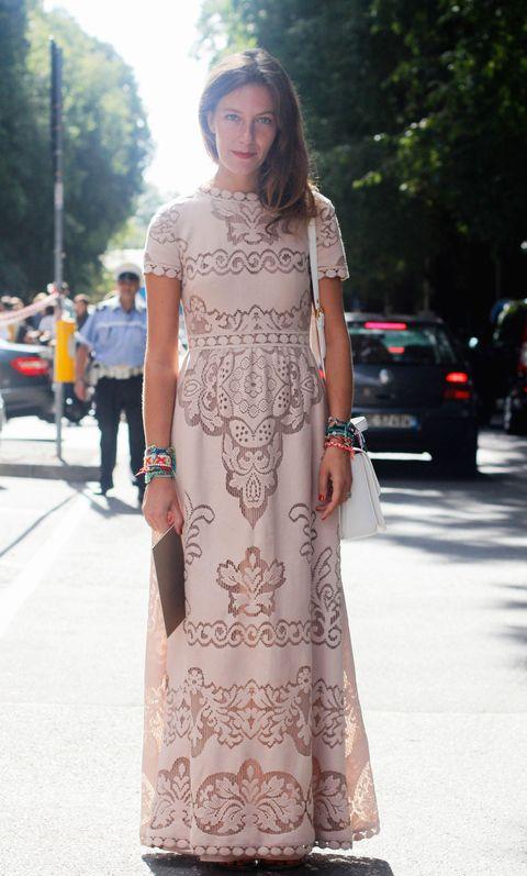 d93051e82677 un vestito lungo color cipria ideale per una festa di 18 anni