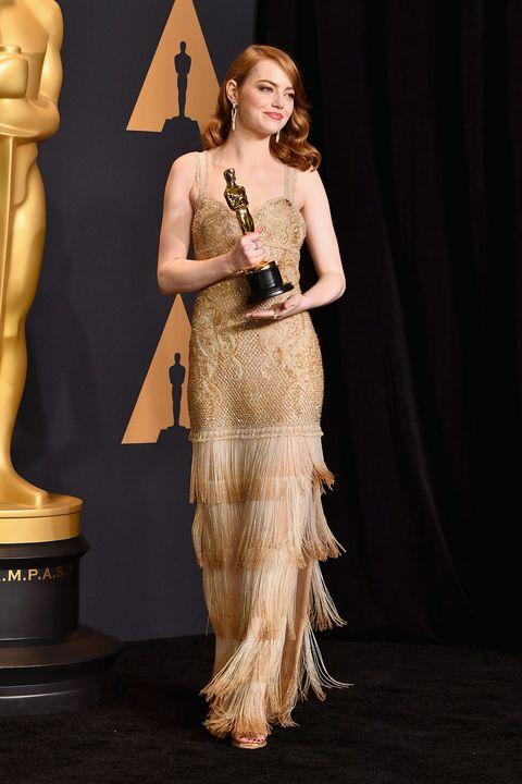 d59c9393a15a Per realizzare l abito di Emma Stone agli Oscar 2017 ci sono volute 1700 ore