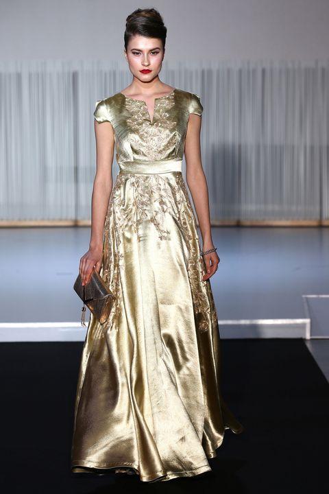 new concept e9db4 cd410 Dalla Parigi Fashion Week solo vestiti eleganti oro per l ...