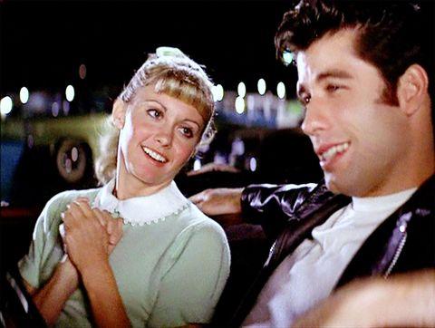 Guarda come creare un look anni 50 da copiare ora e scegli tra lo stile sexy delle pin up o rockabilly come in Grease.