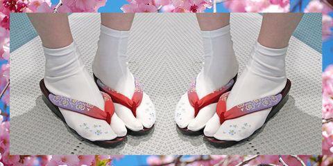 4e82c3d65ae7 Come nei cartoni animati che guardavi da piccola tornano per l estate i sandali  infradito