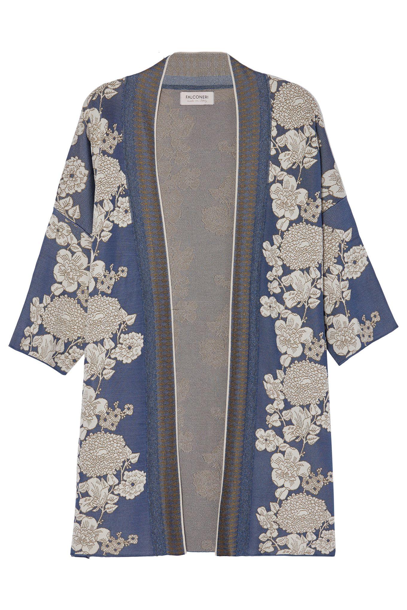 La vestaglia kimono è il massimo della seduzione, indossala anche di giorno con gli outfit più sobri per un effetto davvero seducente