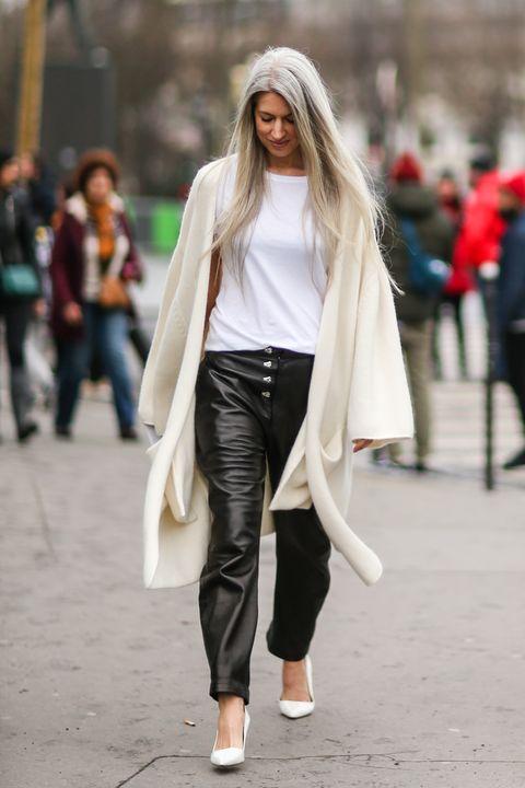 13 abbinamenti essenziali per indossare la t-shirt bianca: chi non ne ha una nell'armadio?  Usala come tuo pezzo irrinunciabile del tuo stile