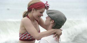 Una scena del film Le pagine della nostra vita mentre i protagonisti si baciano