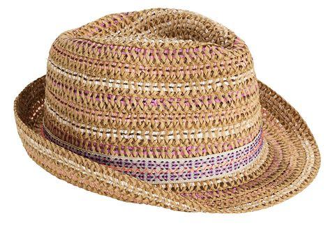 D'estate il cappello di paglia è un must have: è elegante quando indossi solo un bikini, diventa affascinante con abiti lunghi o outfit ispirati al guardaroba di lui.