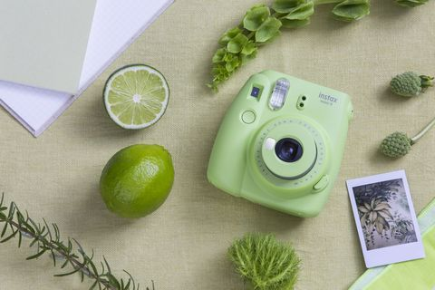 Non è vacanza se non ci sono i gadget tecnologi dell'estate 2017: fotocamere waterproof, speakers wireless con luce strobo, micro droni per i selfie dalla scogliera e cellulari smartphone all'ultimo grido.