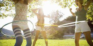 esercizi addominali con hula hoop per pancia piatta e glutei