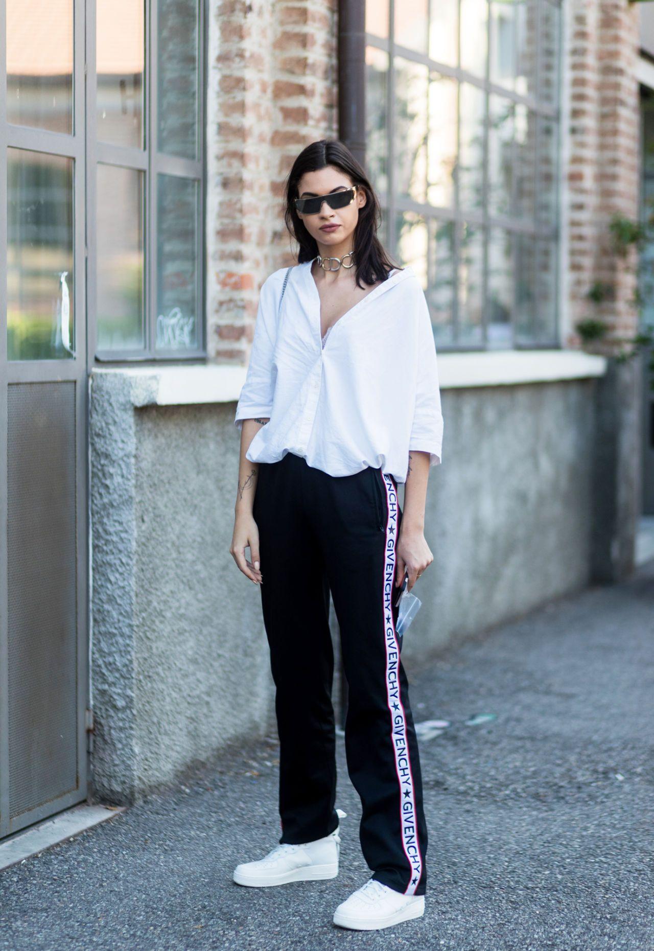 Come abbinare i pantaloni della tuta ed essere cool come le