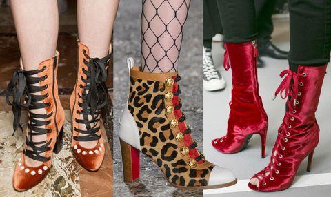 Le scarpe donna del prossimo autunno inverno 2017-2018 sfidano le più timide: stivaloni cuissardes inguinali, pump affilatissime e tacchi texani e sandali rigorosamente indossati senza calze. Ce la farai?