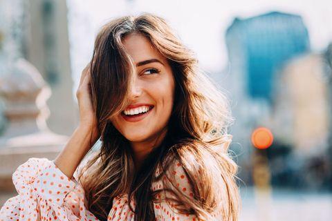 Una ragazza contenta del cambiamento