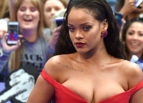 Un primo piano di Rihanna
