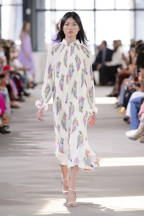 649f90c324b6 Indossare abiti corti e lunghi nella calda brezza d estate è una di quelle  belle