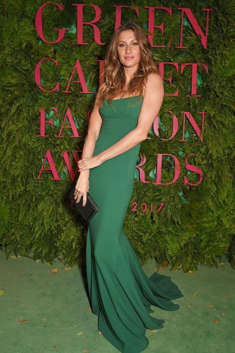 Sul red carpet dei Green Carpet Challenge Fashion Awards al Teatro alla Scala di Milano le stelle del fashion world hanno sfilato in onore di una moda etica, consapevole e super glamour: grazie al lavoro della sua madrina, Livia Firth.