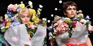 kaia gerber gigi hadid bouquet sfilata moschino 2017