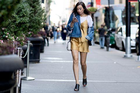 Il giubbotto di jeans è un capo davvero imprescindibile nei tuoi abbinamenti moda: sfruttalo per l'autunno con questi look facilissimi ed esaltare al massimo il tuo guardaroba.